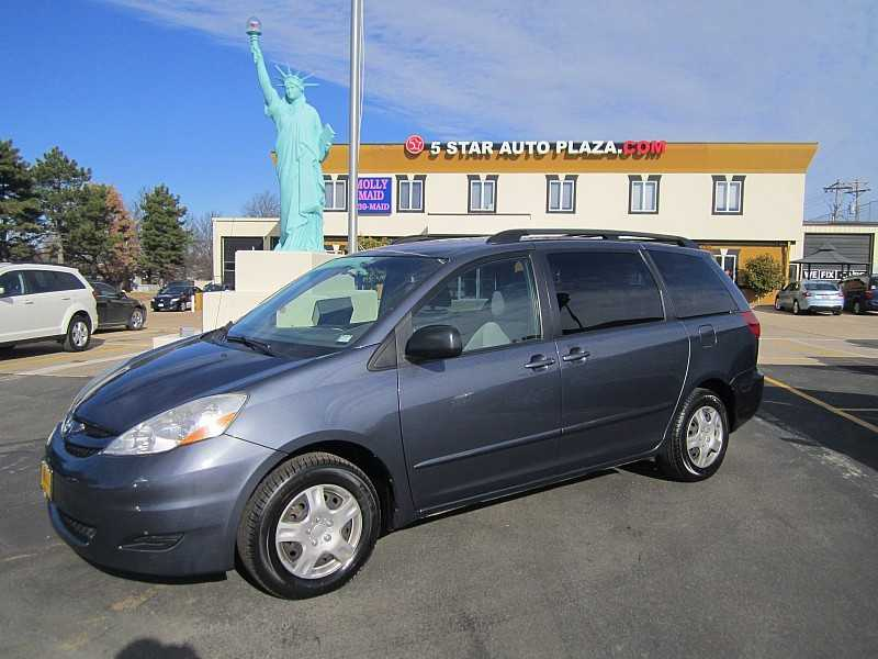 Pre-Owned Mini Vans for Sale in St. Peters