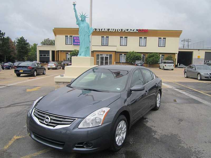 Pre-Owned Nissan for Sale in St. Peters